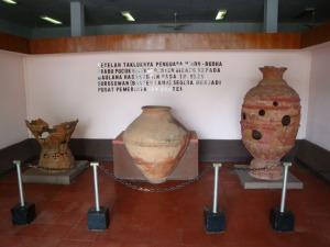 Banten Lama Trip - Museum Kepurbakalaan Banten Lama - Antique Vase