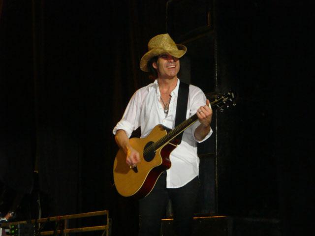 Train Jakarta Concert - Patrick (Pat) Monahan with the cowboy hat