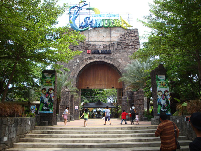 Ancol trip - The Gate to Gelanggang Samudra
