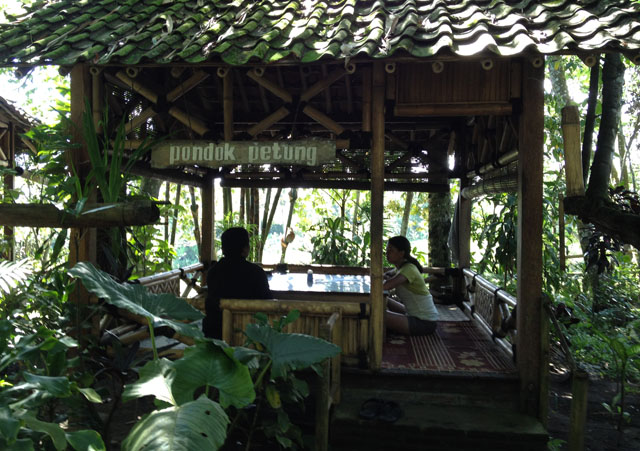 Jogja Trip - Timbul Roso Restaurant - The stilt-house