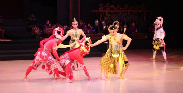 Sendratari Ramayana - Scene Five - Rama defeats Subali