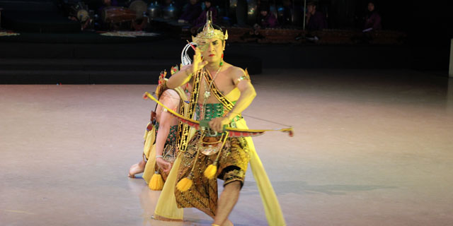 Sendratari Ramayana - Scene Four - Rama found something that belongs to Shinta