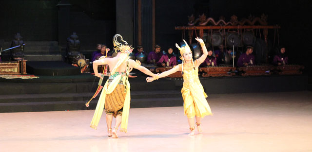 Sendratari Ramayana - Scene Three - Rama is hunting the Golden Deer