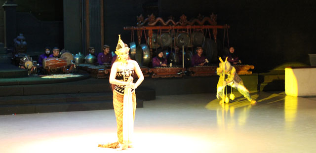 Sendratari Ramayana - Scene Two - Rahwana as a 'Old Beggar'