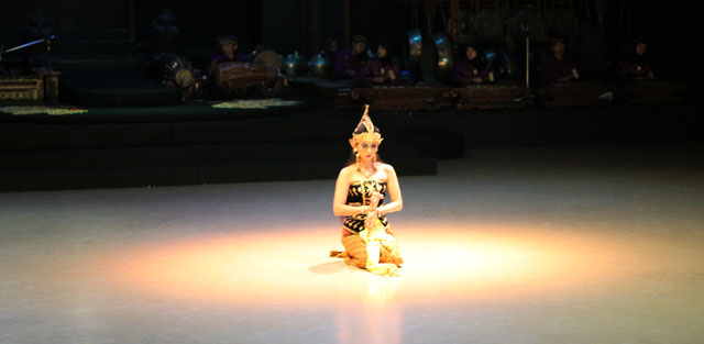 Sendratari Ramayana - Scene Two - Shinta in the Magic Circle