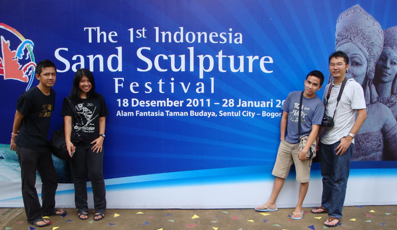 Sentul and Sand Sculpture - Group photo