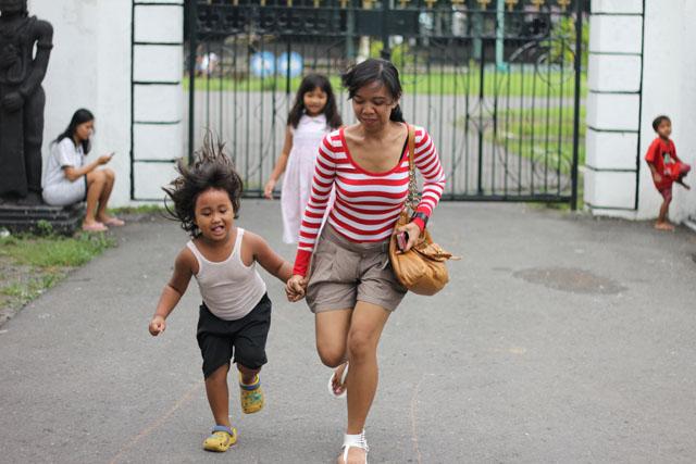 Solo trip - Keraton Mangkunegaran - Sinthya & cute little girl
