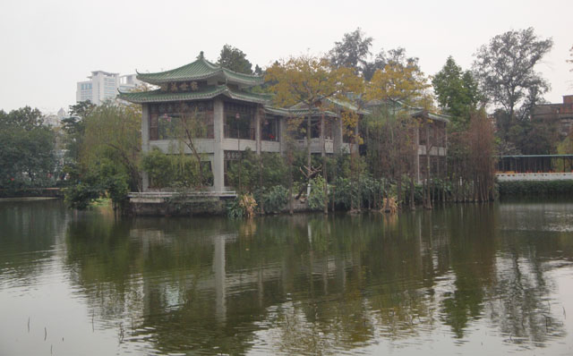 China trip - Guangzhou - Renmei temple - lake beside the temple