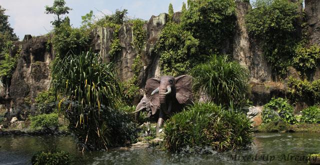 Ragunan zoo - Elephant statue on the pond