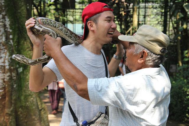 Ragunan zoo - Me and the snake