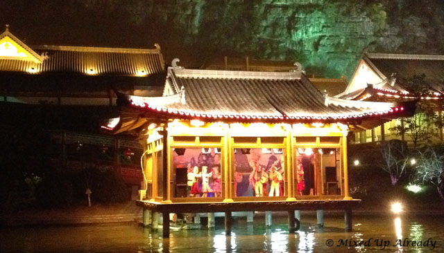 China trip - Guiln - Two Rivers and Four Lakes Cruise - Performance on a boat