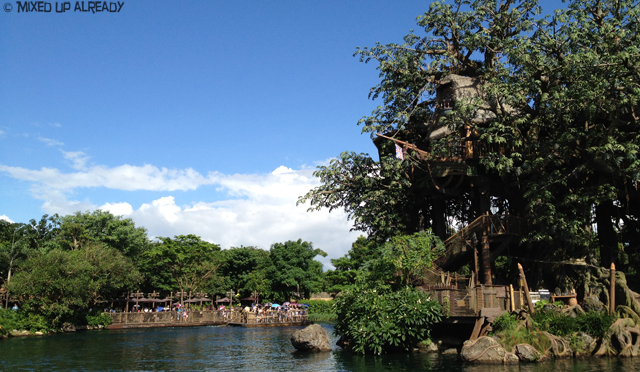 Disneyland Hong Kong - Adventureland - Raft & Tarzan's tree house