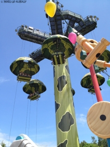Disneyland Hong Kong - Toy Story Land - Toy Soldier Parachute Drop