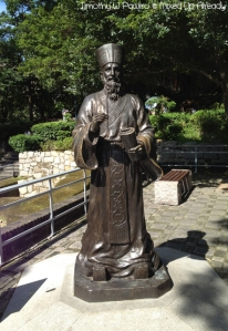 Macau trip - Matteo Ricci statue beside The Ruins of St. Paul's