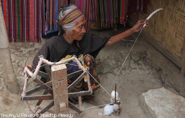 Lombok trip - Desa Sade - Cotton spinning