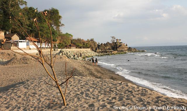 Lombok trip - Senggigi beach - Pura Batu Bolong from afar