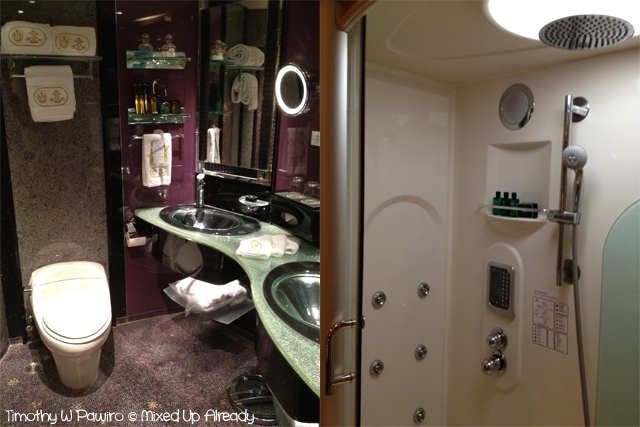 Macau trip - Grand Lisboa - The bathroom with the smart bathtub