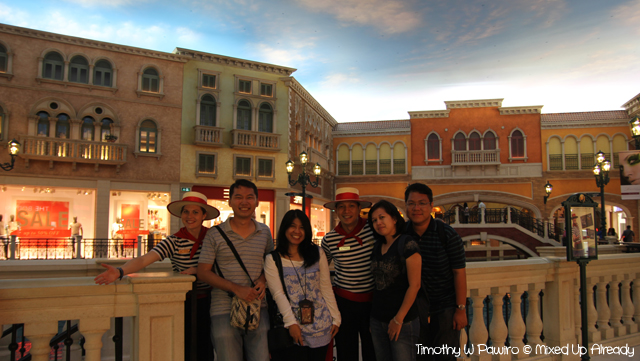 Macau trip - Venetian Macao gondola - with the gondolier