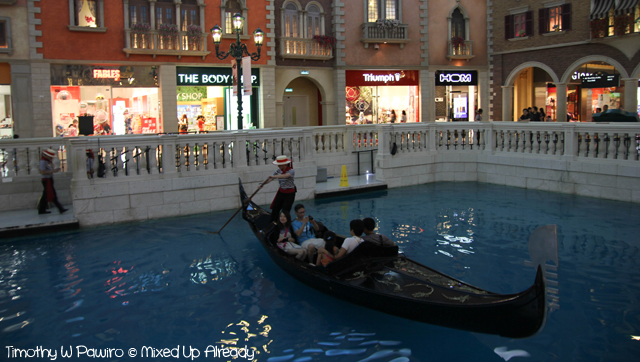 Macau trip - Venetian Macao gondola