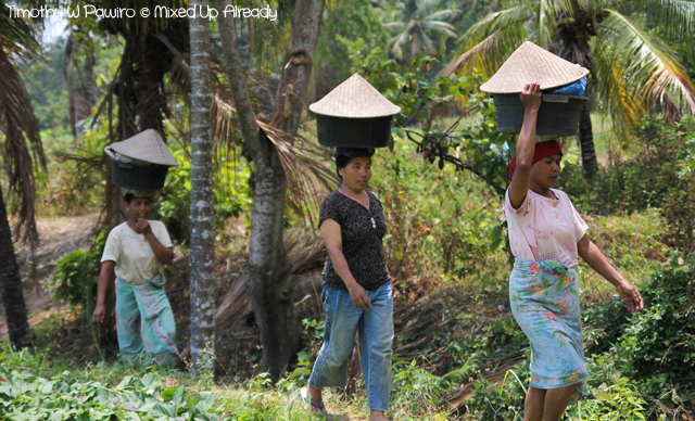 Lombok slomo trip - Gangga village - Sasak women