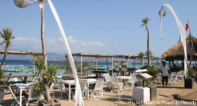 Lombok slomo trip - Gili Trawangan - Dining on the beach