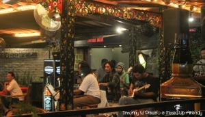 Senggigi - Eating - Happy Cafe - Ary Juliant & The Band (Thursday)