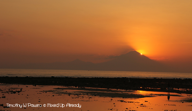 Lombok trip - Gili Trawangan - Watching the sunset - Mount Agung silhouette