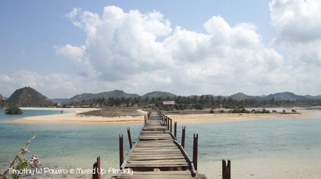 Lombok trip - South beach of Lombok - The bridge to Pantai Putri Nyale (Novotel Lombok)