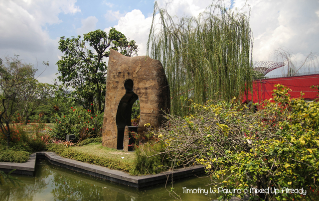 Gardens by the Bay - Heritage Gardens - A sculpture of human cutout (Li Xiang)