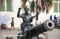 Indonesia - Jakarta - Kota Tua - Taman Fatahillah - A person imitating a soldier (1)