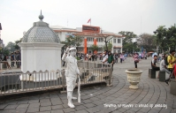 Indonesia - Jakarta - Kota Tua - Taman Fatahillah - A person imitating a soldier