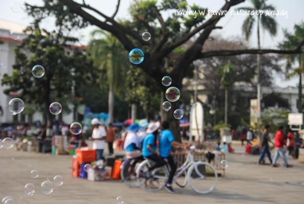 Indonesia - Jakarta - Kota Tua - Taman Fatahillah - Bubble