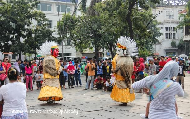 Indonesia - Jakarta - Kota Tua - Taman Fatahillah - Ondel - ondel