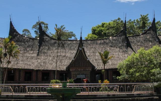 Indonesia - Sumatera - Bukittinggi - Taman Marga Satwa dan Budaya Kinantan - The traditional house of Minangkabau - cover page