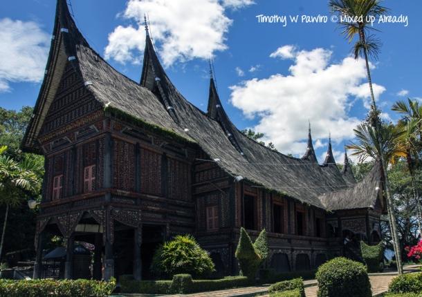 Indonesia - Sumatera - Bukittinggi - Taman Marga Satwa dan Budaya Kinantan - The traditional house of Minangkabau