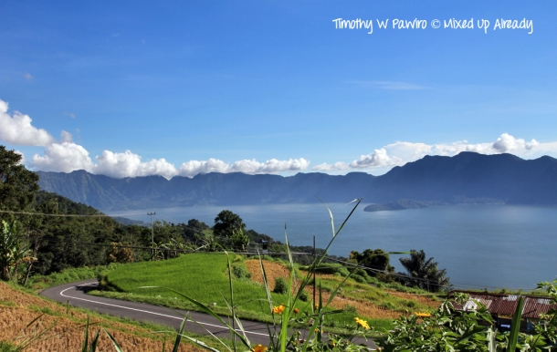 Indonesia - Sumatra - Bukittinggi - Lake Maninjau - View from Kelok 44 (1)
